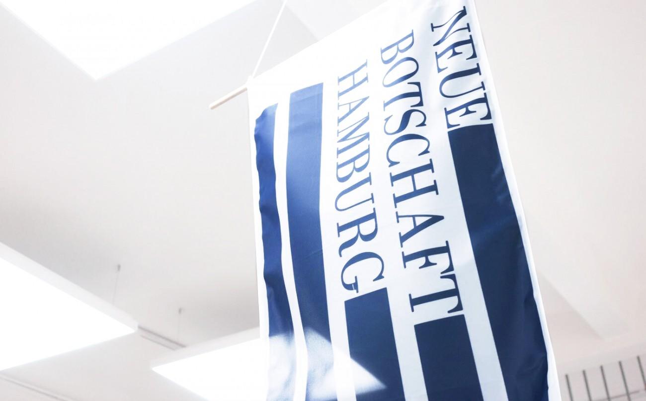 Neue Botschaft Flagge